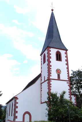Außenansicht Pfarrkirche St. Hippolytus in Dettingen-Karlstein