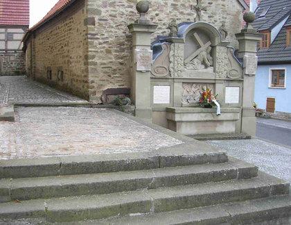 Kriegerdenkmal am Kirchgaden in Schnackenwerth