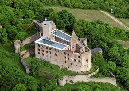 Luftaufnahme von der Burgruine Trimberg in Elfershausen-Trimberg