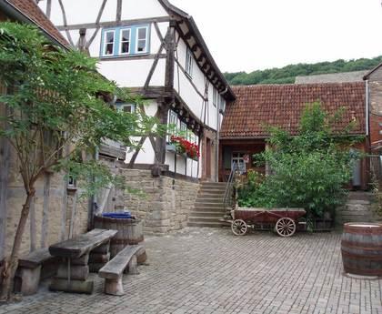 Außenansicht des Schreinersch Haus in Markt Elfershausen-Machtilshausen vom Hof aus