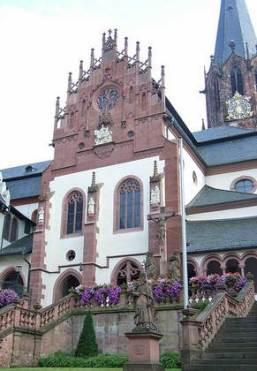 Außenansicht der Maria-Schnee Kapelle in Aschaffenburg