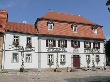 Außenansicht des Anwesens Johann-Pröschel-Straße 2 in Kolitzheim-Zeilitzheim