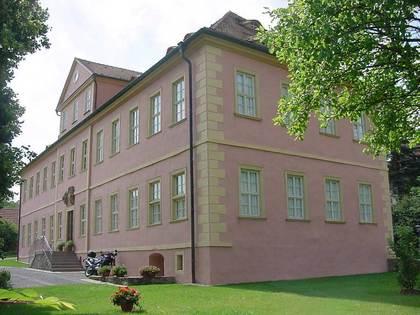 Außenansicht des Schlosses Wolzogen in Mellrichstadt-Mühlfeld