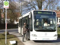 Bushaltestelle auf dem Klinikgelände