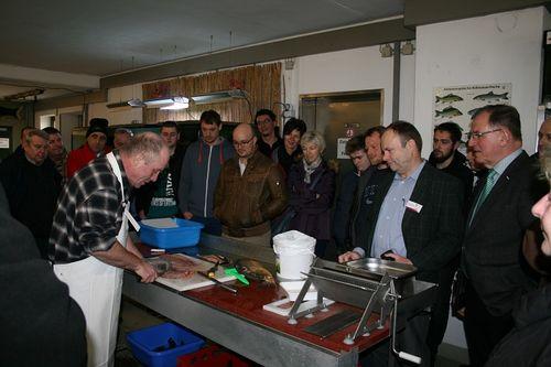 Bild:Erfahrungsaustausch im Teichwirtschaftlichen Beispielsbetrieb
