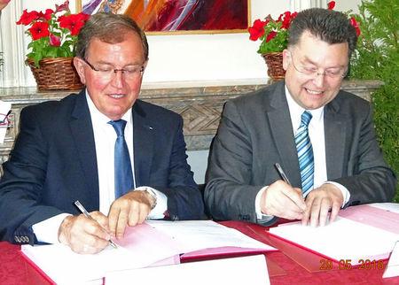 Unterzeichnung_Partnerschaftsvereinbarung